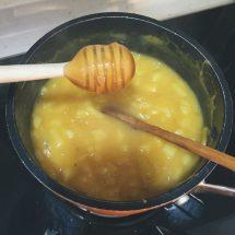 慢慢加入麥芽糖,轉小火煮大約 15-20 分鐘至濃稠狀態