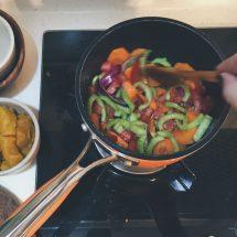 將所有蔬果以椰子油同炒